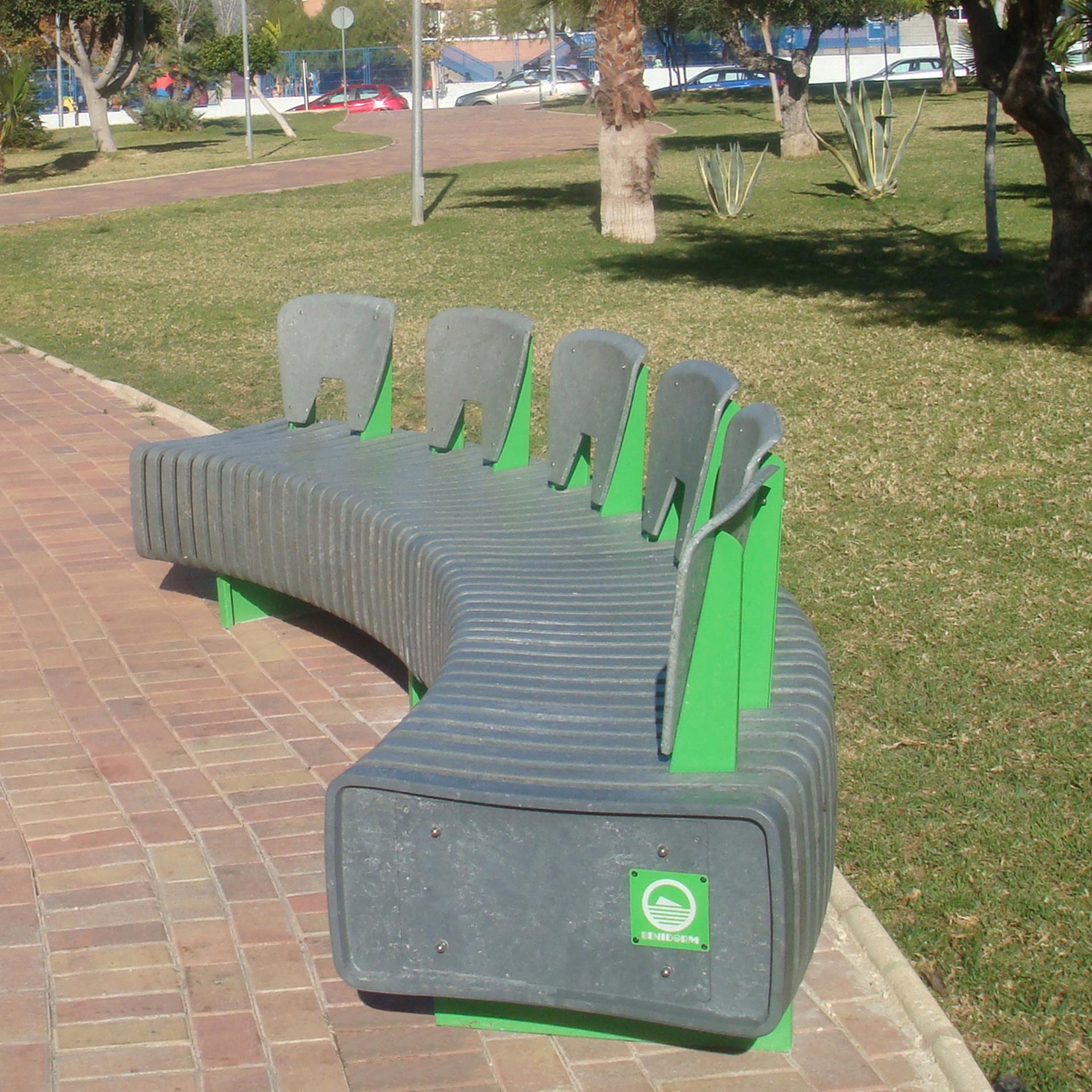 Arredo Urbano In Plastica Riciclata.Elementi Per L Arredo Urbano